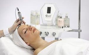 Tratamiento Facial con ácidos en Madrid Villaverde. Es un tratamiento de regeneración facial aportando a la piel un aspecto permanente rejuvenecido, donde las células recuperan su función natural.
